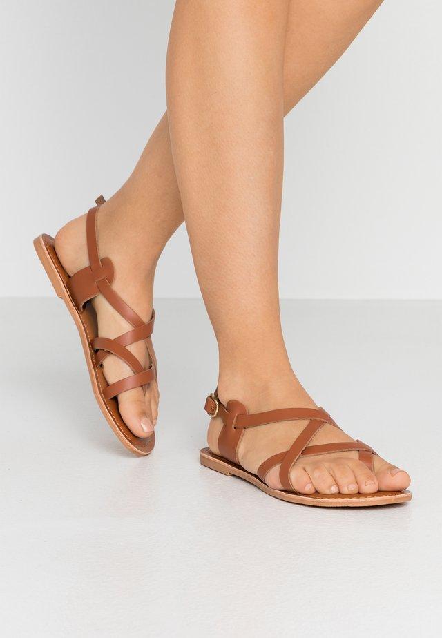 JAMIE GLADIATOR - Sandály s odděleným palcem - tan