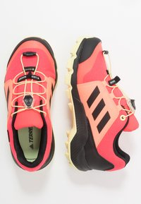 adidas Performance - TERREX GORETEX HIKING SHOES UNISEX - Trekingové boty - power berry/footwear white/signal pink - 0