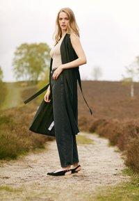 JUTELAUNE - Platform sandals - black - 1