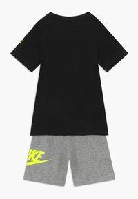 Nike Sportswear - SET - Trainingsbroek - grey heather/black - 1