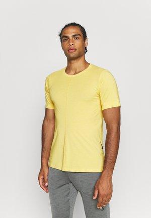Basic T-shirt - dark sulfur/pale vanilla/black