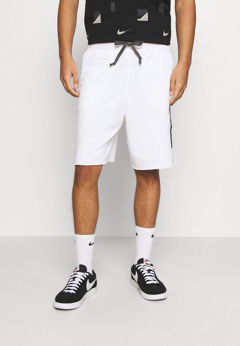 Nike Sportswear - ALUMNI - Träningsbyxor - white/iron grey/black