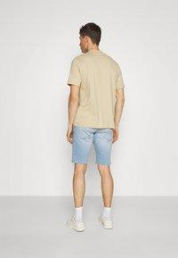 TOM TAILOR DENIM - REGULAR FIT - Denim shorts - heavy bleached blue denim - 2