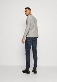 Replay - ANBASS HYPERFLEX RE-USED - Slim fit jeans - dark-blue denim - 2