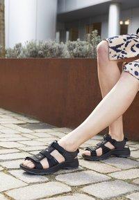 Keen - ASTORIA WEST OPEN TOE - Walking sandals - black - 4