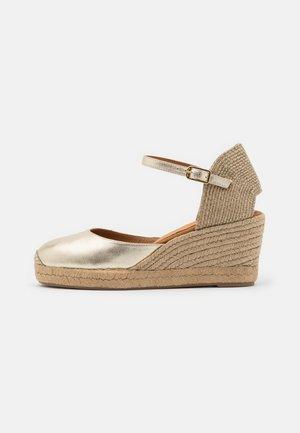CACERES - Platform sandals - platino