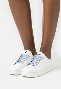 Joshua Sanders - EXCLUSIVE SQUARED SHOES  - Sneaker low - white/artik touch - 0