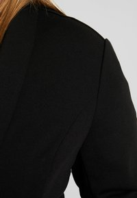Zalando Essentials Curvy - Blazer - black - 4
