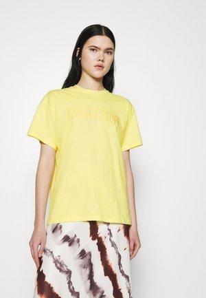 TEE - T-shirt imprimé - yellow