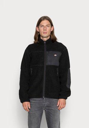 CHUTE - Winter jacket - black