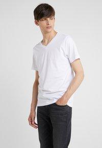 KARL LAGERFELD - DUO 2 PACK - Basic T-shirt - white - 1