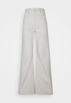 DECK ULTRA HIGH WIDE LEG - Jeans a zampa - ecru