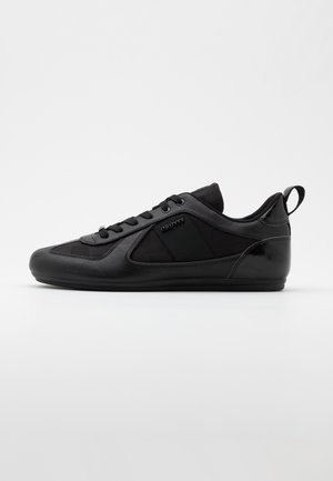 NITE CRAWLER - Sneakersy niskie - black