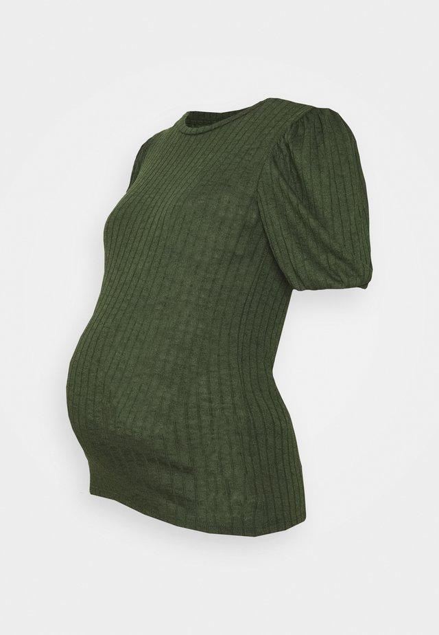 PCMSKYWEN  - T-shirts med print - dark green