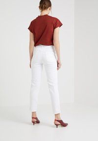 CLOSED - PEDAL PUSHER - Relaxed fit jeans - white - 2