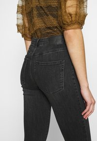 Vero Moda - VMLOA - Jeans Skinny Fit - black denim - 3