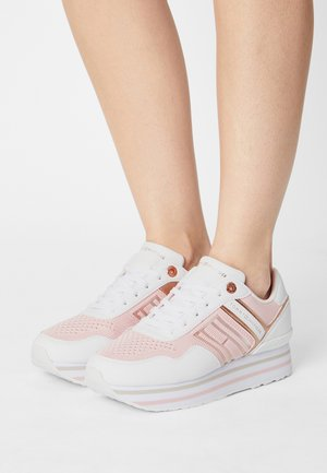 KNITTED FLATFORM SNEAKER - Trainers - light pink