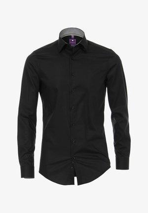 Und schwarzes fliege hemd Der Hemden