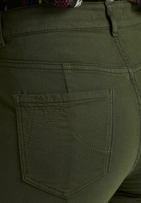 Marc Cain - CROPPED FIT - Slim fit jeans - green - 3
