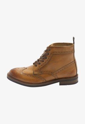 Šněrovací kotníkové boty - brown
