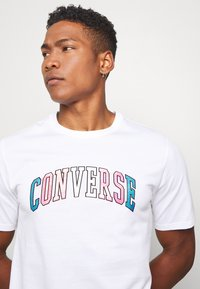 Converse - GLITTER PRIDE TEE - Print T-shirt - white - 3