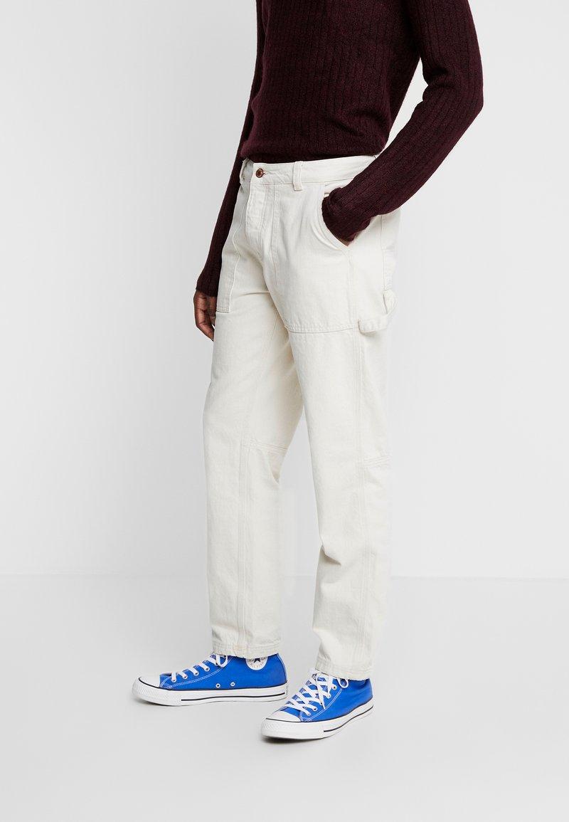 Mennace - TWILL CONTRAST CARPENTER - Trousers - ecru