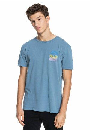 ISLAND PULSE - Print T-shirt - captains blue