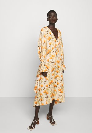 V NECK DRESS WITH PIN TUCKS AND BUTTONS - Korte jurk - poppy peach