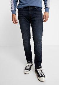 Junk De Luxe - HYDROLESS - Jeans Skinny Fit - shadow wash - 0