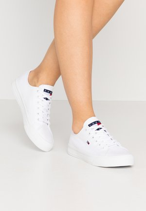 LONG LACE UP - Matalavartiset tennarit - white