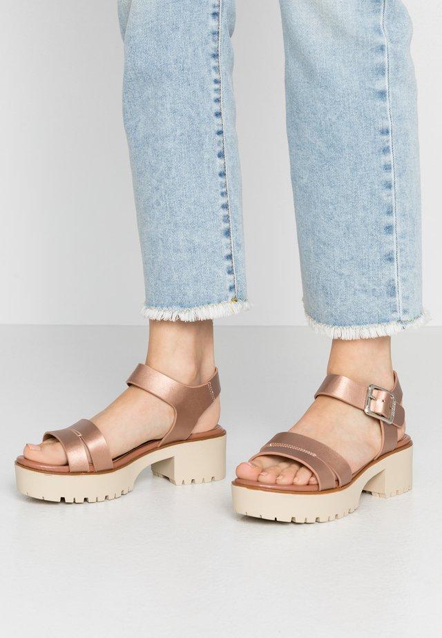 PLEXY - Korkeakorkoiset sandaalit - rosa metalizada