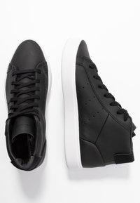 adidas Originals - SLEEK MID - Sneakers alte - core black/crystal white - 3