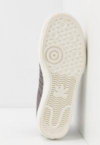 adidas Originals - NIZZA PLATFORM MID - Sneakers alte - core black/offwhite - 8