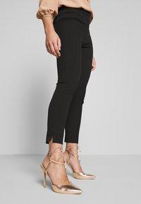 Selected Femme Petite - SLFILUE PINTUCK SLIT PANT - Bukse - black - 3