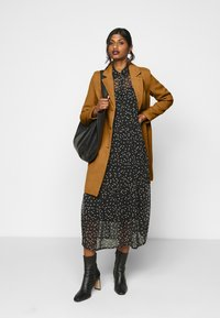Vero Moda Petite - VMCALACINDY JACKET - Classic coat - tobacco brown - 1