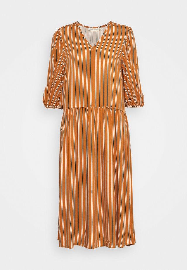 VIKSA LONG DRESS - Vestito estivo - honey