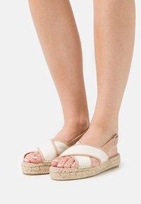 Zign - Sandalen met plateauzool - beige - 0