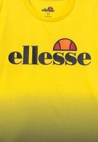 Ellesse - GALTA PERFORMANCE TEE - T-shirt imprimé - yellow - 3