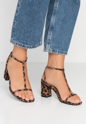 MILA DOUBLE STRAP HEEL - Sandály - brown