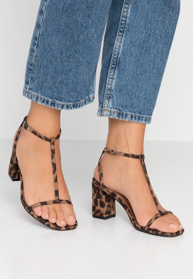 MILA DOUBLE STRAP HEEL - Sandaalit nilkkaremmillä - brown