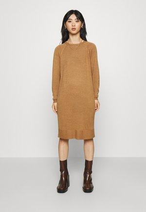 VMMEGHAN O NECK DRESS - Jumper dress - tan