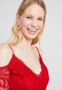 Guess - DAVINA DRESS - Robe de soirée - red attitude - 3