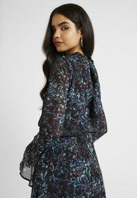 Hope & Ivy Tall - HANKEY HEM DRESS WITH FLUTED SLEEVE - Juhlamekko - blue - 4