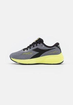 FRECCIA - Zapatillas de running neutras - alloy/black/sulphur green