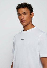 BOSS - Basic T-shirt - white - 3