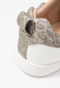 ONLY SHOES - ONLSHILO - Zapatillas - white/grey - 2