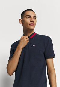 Tommy Jeans - FLAG NECK  - Poloshirts - twilight navy - 4