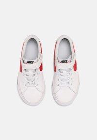 Nike Sportswear - COURT LEGACY  - Baskets basses - white/red/black - 3