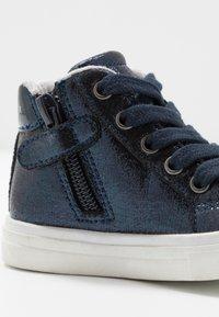 Tommy Hilfiger - Zapatillas altas - blue - 5
