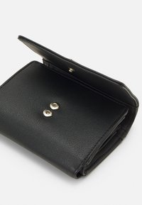 Guess - NOELLE SMALL TRIFOLD - Wallet - black - 5